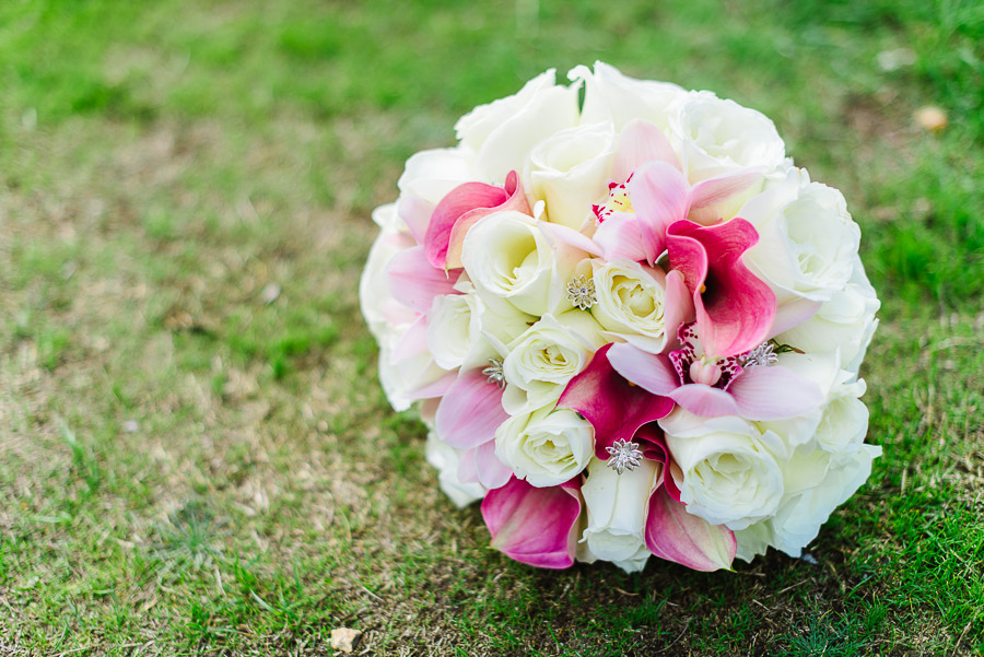 brides beautiful wedding bouquet from a jazz cafe wedding photographer