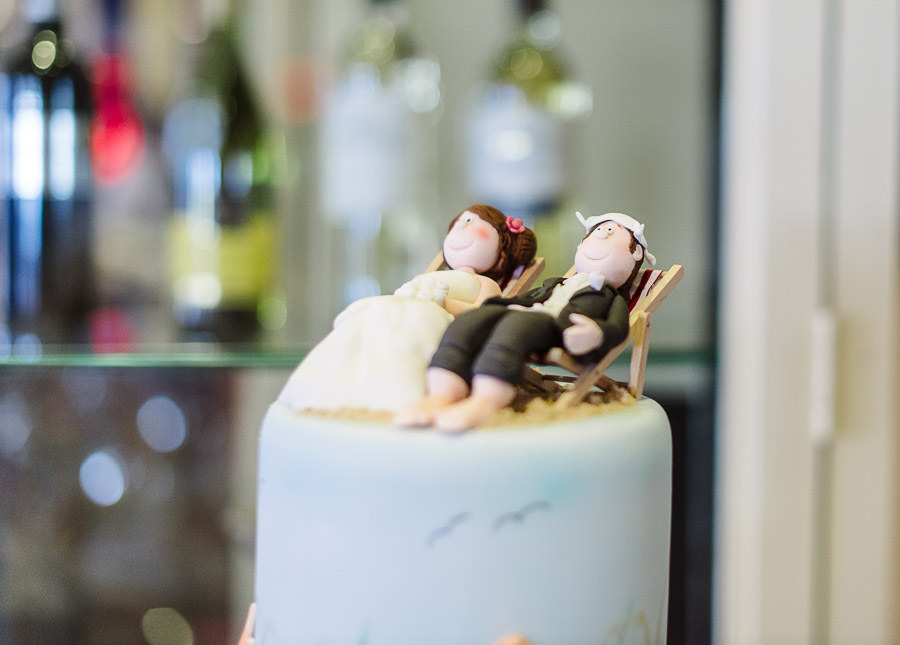 brides beautiful wedding cake from a jazz cafe wedding photographer